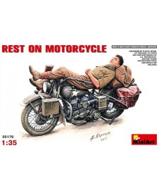 Figura + Moto Rest On Motorcycle